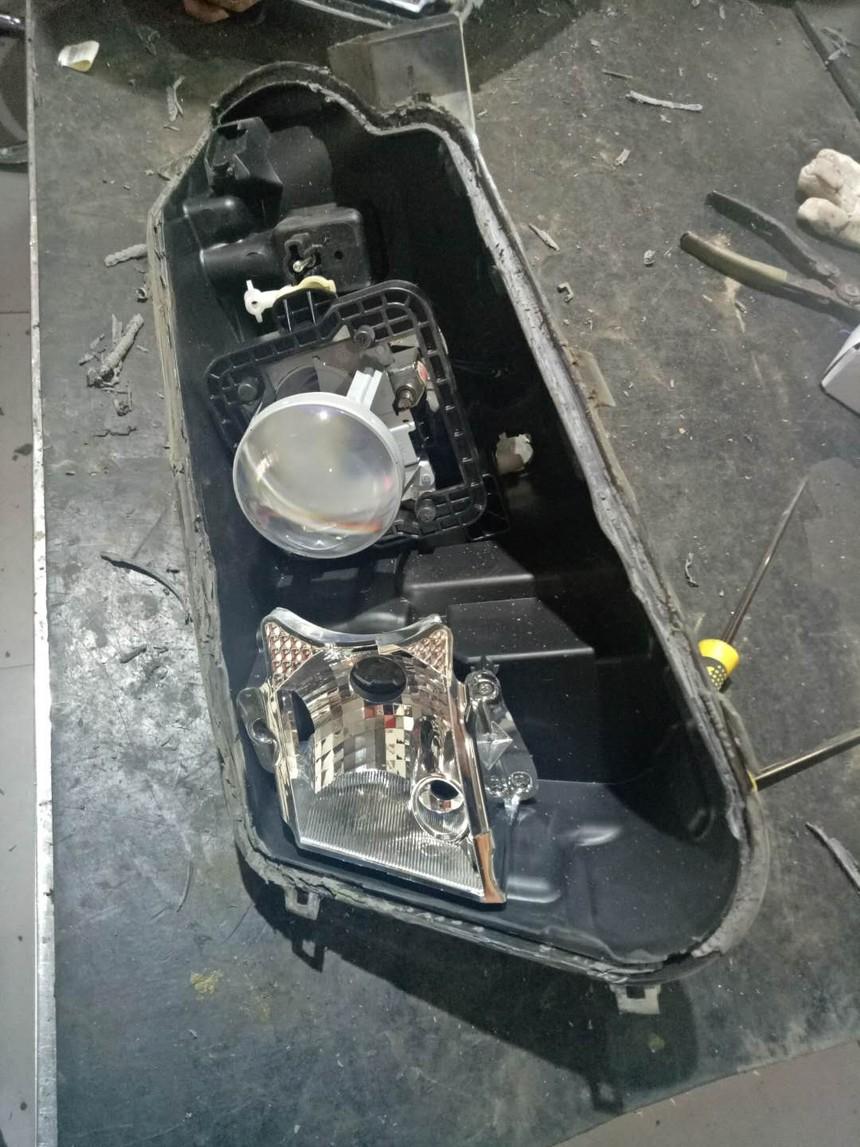 福特锐界改装透镜效果提升3倍 昆明汽车大灯修复,汽车大灯出水,汽车