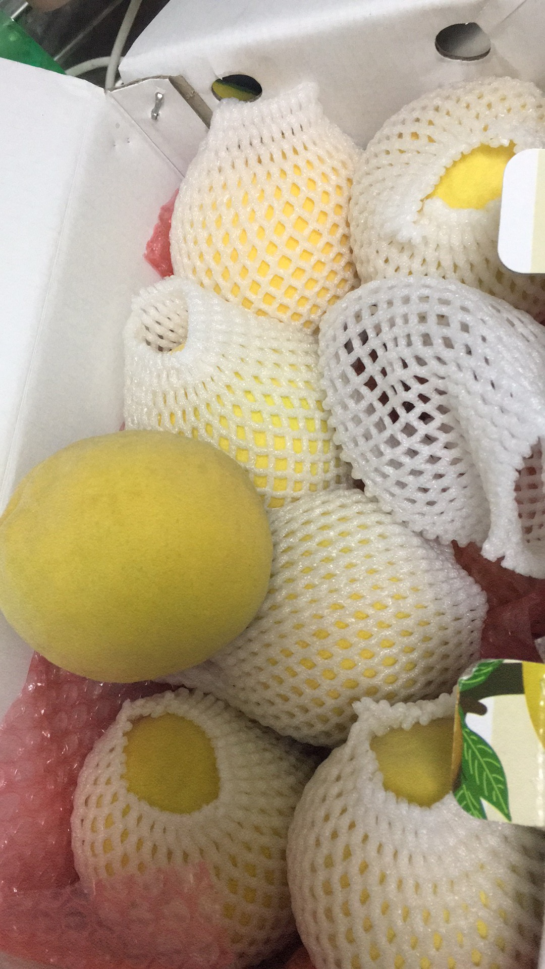 台风天收到黄桃  非常感谢  包装很好  样子不错  期待口感更好吃😋