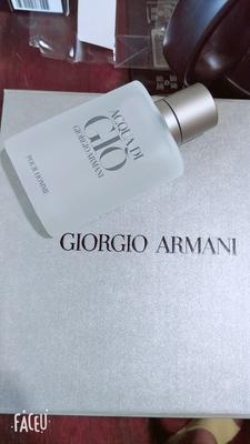 包装很不错。香水味道好像比我在商场买的还要淡,应该是正品吧