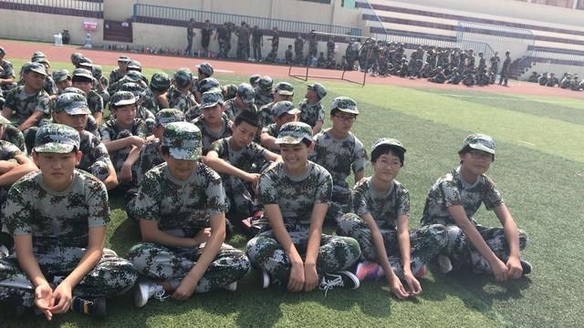 沧州八中北校区初中一年级29班军训精彩瞬间。