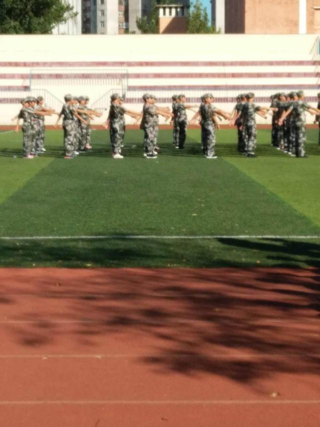 第二期沧州八中北校区初中一年级29班军训精彩瞬间。