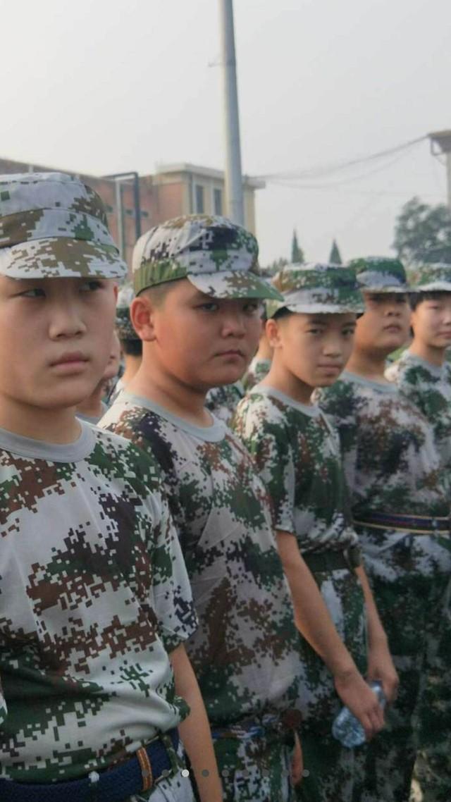 第四期沧州八中北校区初中一年级29班军训精彩瞬间。