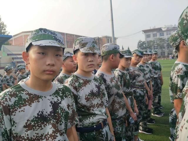第六期沧州八中北校区初中一年级29班军训精彩瞬间。