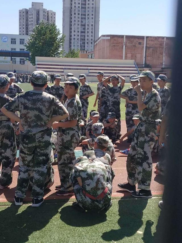 第八期沧州八中北校区初中一年级29班军训精彩瞬间。