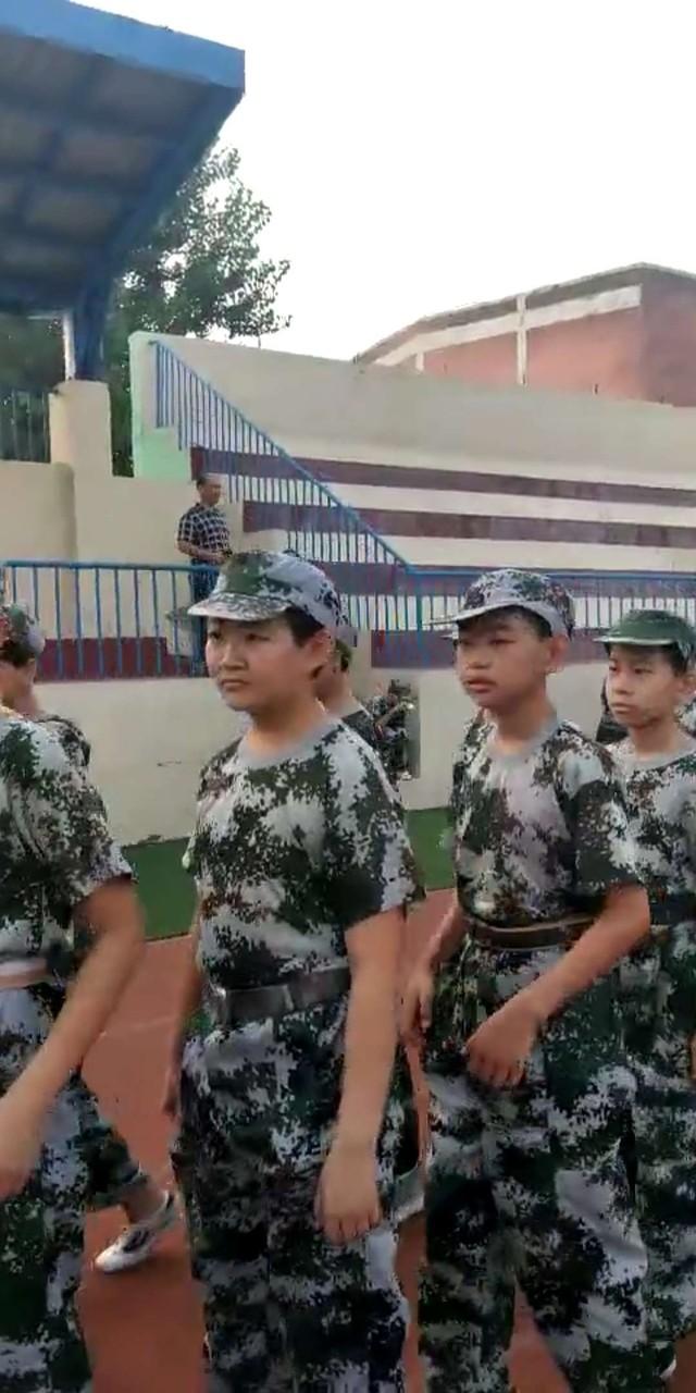 第九期沧州八中北校区初中一年级29班军训精彩瞬间。