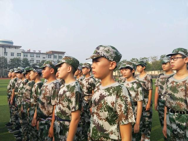 第十期沧州八中北校区初中一年级29班军训精彩瞬间。