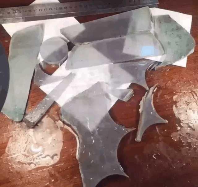 两块1000万的片料,稳起货玻璃种翡翠手镯,透到可以看到底下的纸